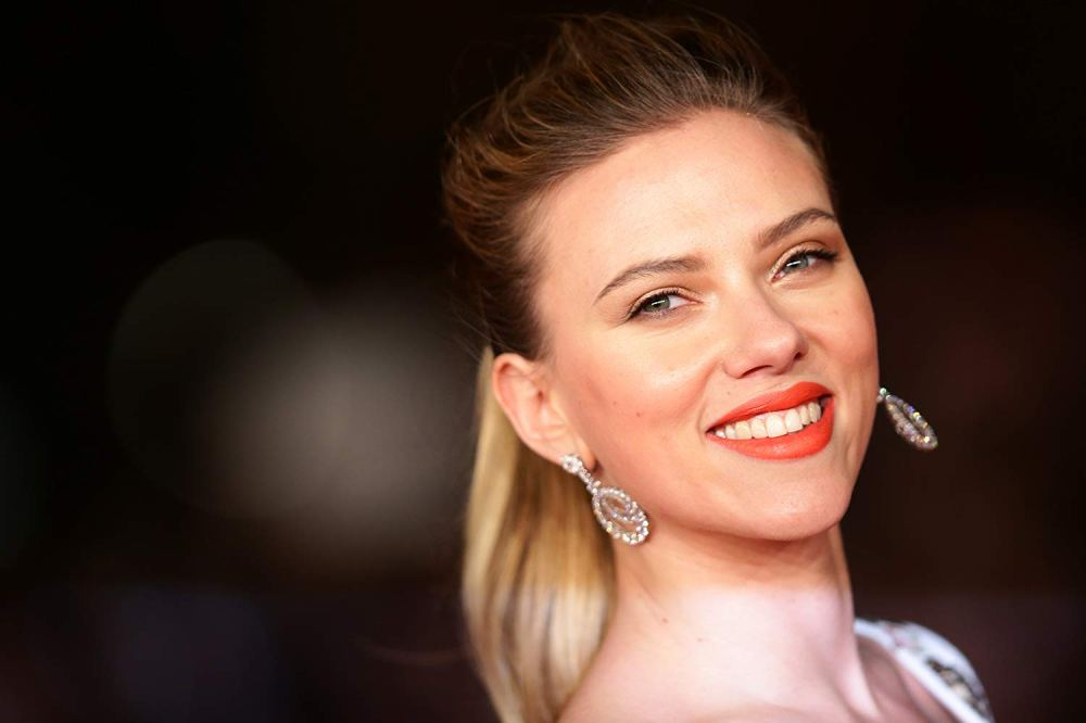 Publicity photo of Scarlett Johannson